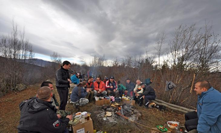Празнуване на  Атанасовден на връх Камичето край Етрополе
