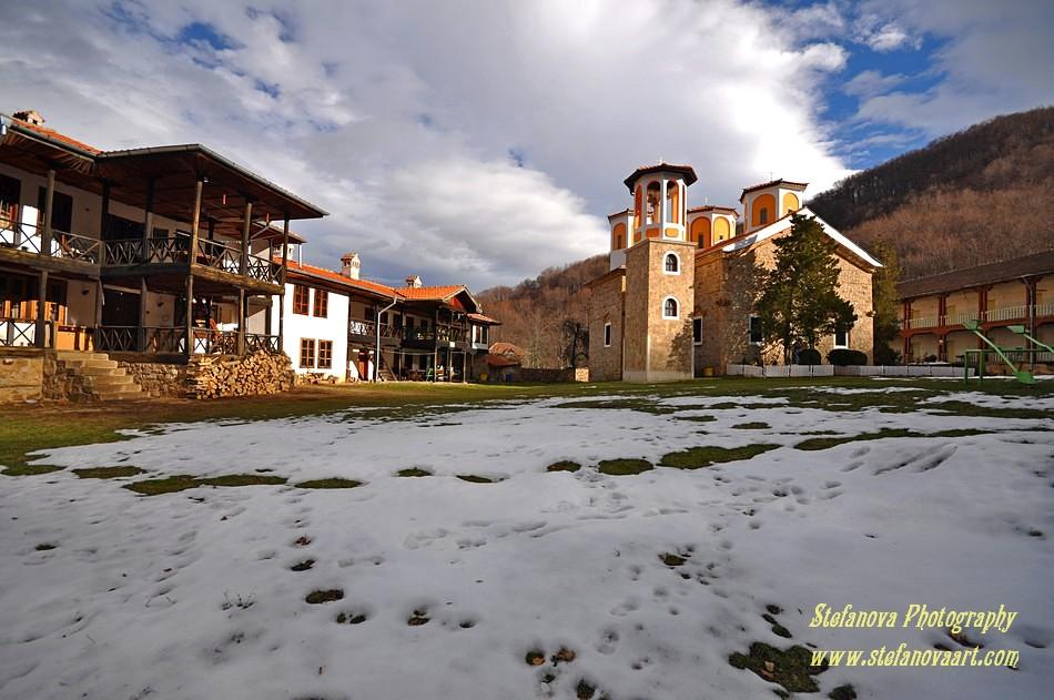 """Манастирът """"Света Троица"""" край Етрополе"""